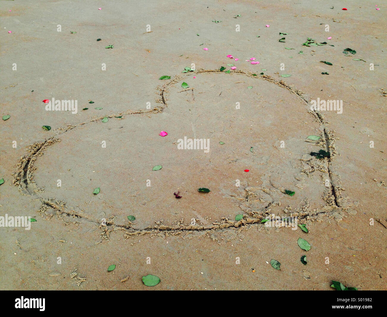 Coeur dessiné sur une plage. Photo Stock