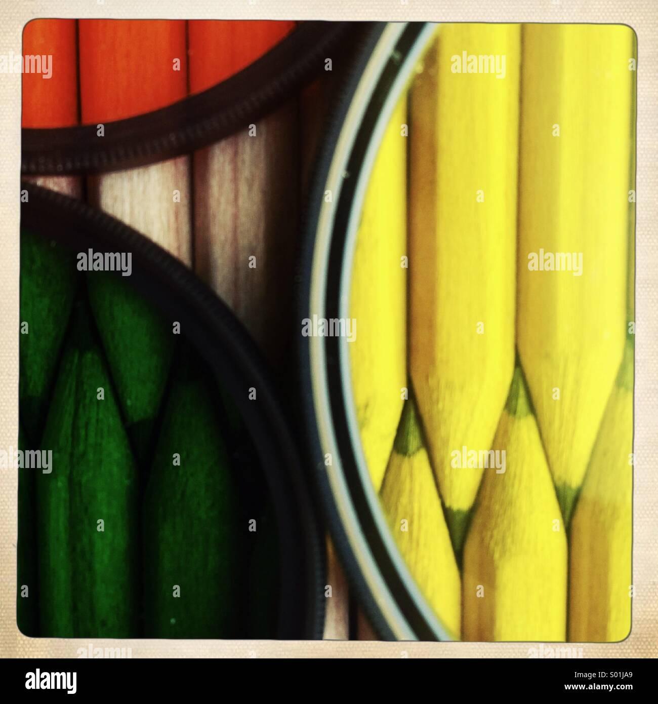 Crayons de couleur derrière les filtres photographiques Photo Stock