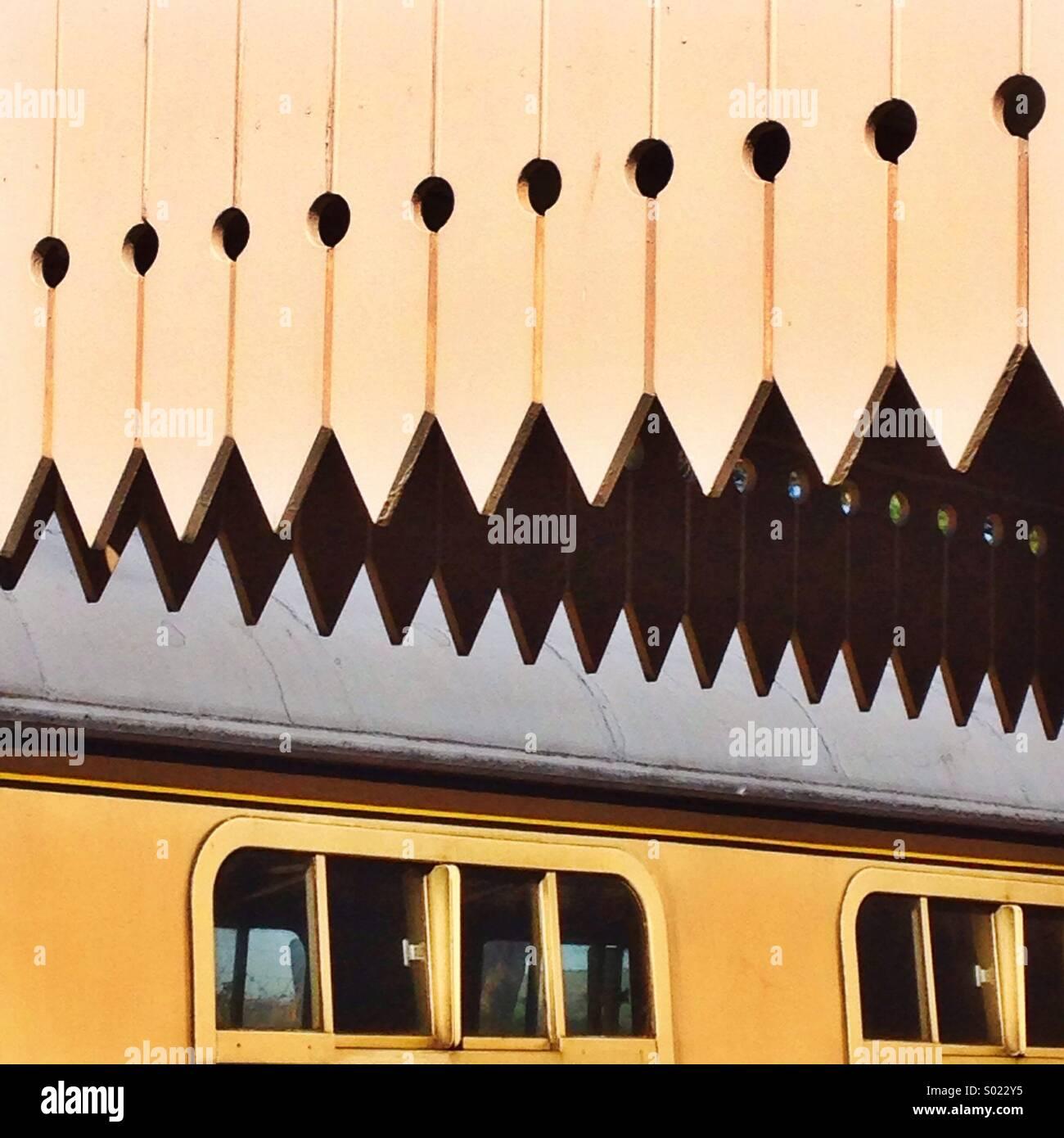 Formes abstraites sur la plate-forme ferroviaire patrimoniale Photo Stock