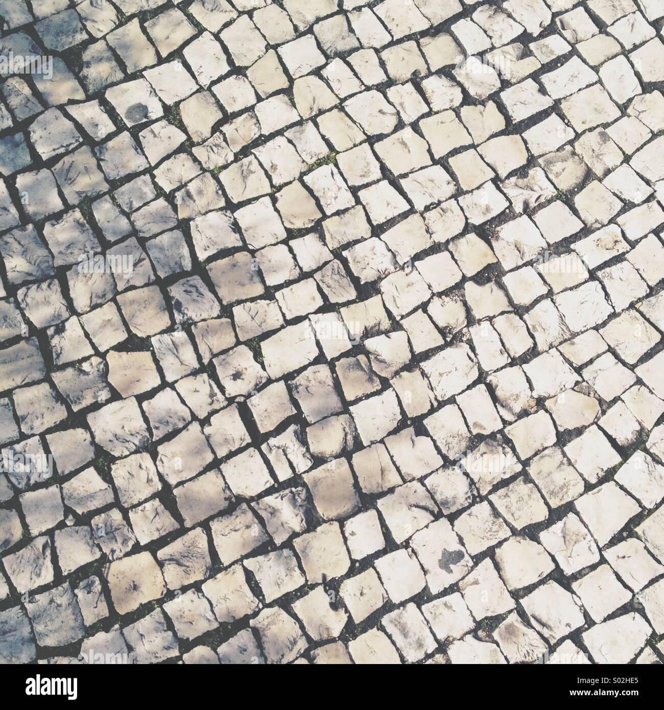 La chaussée de la rue typiquement portugais, pavés. Photo Stock