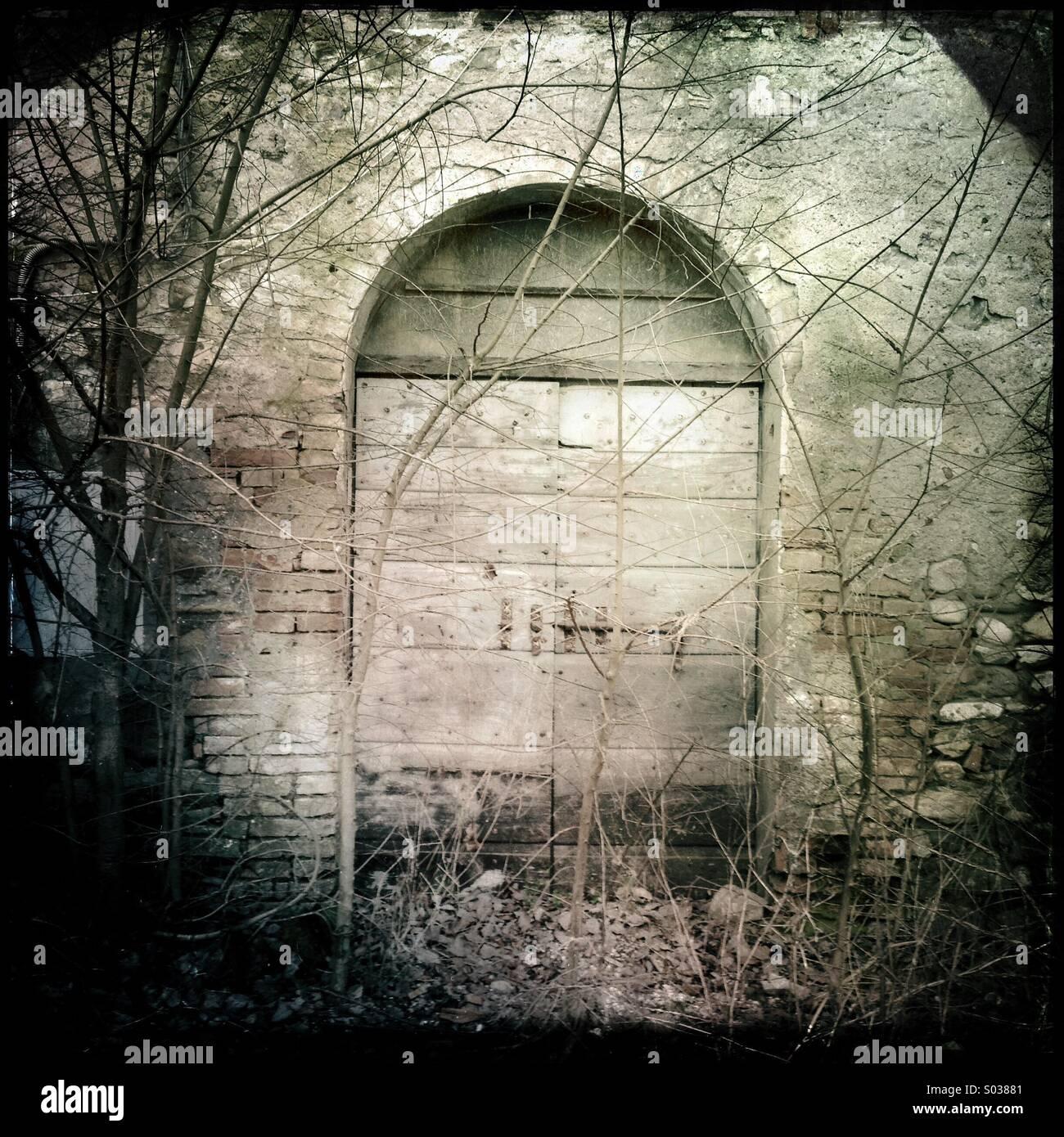 Porte d'une ferme abandonnée de l'Ombrie, Italie Photo Stock