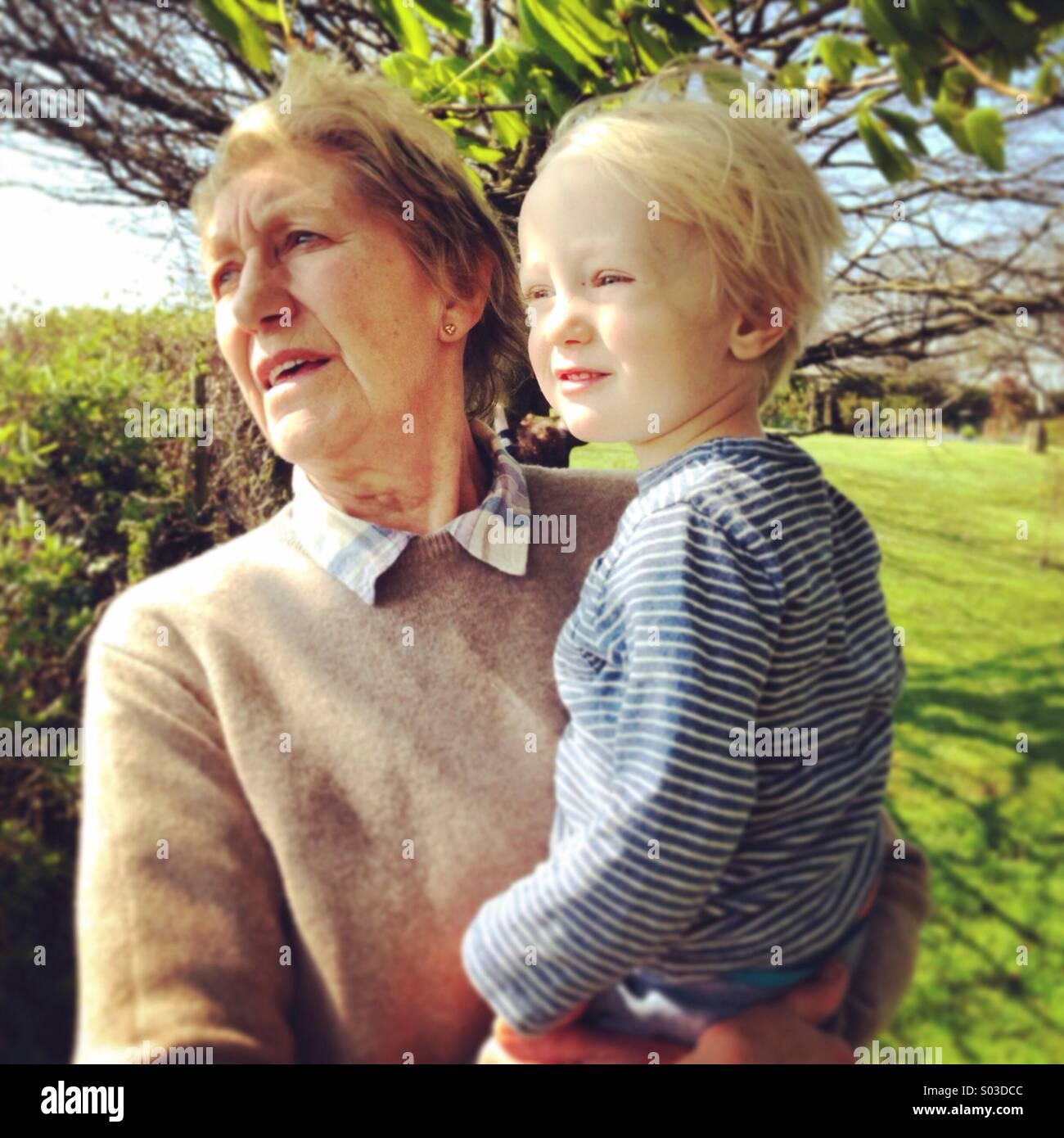 Nana et petit-fils Photo Stock
