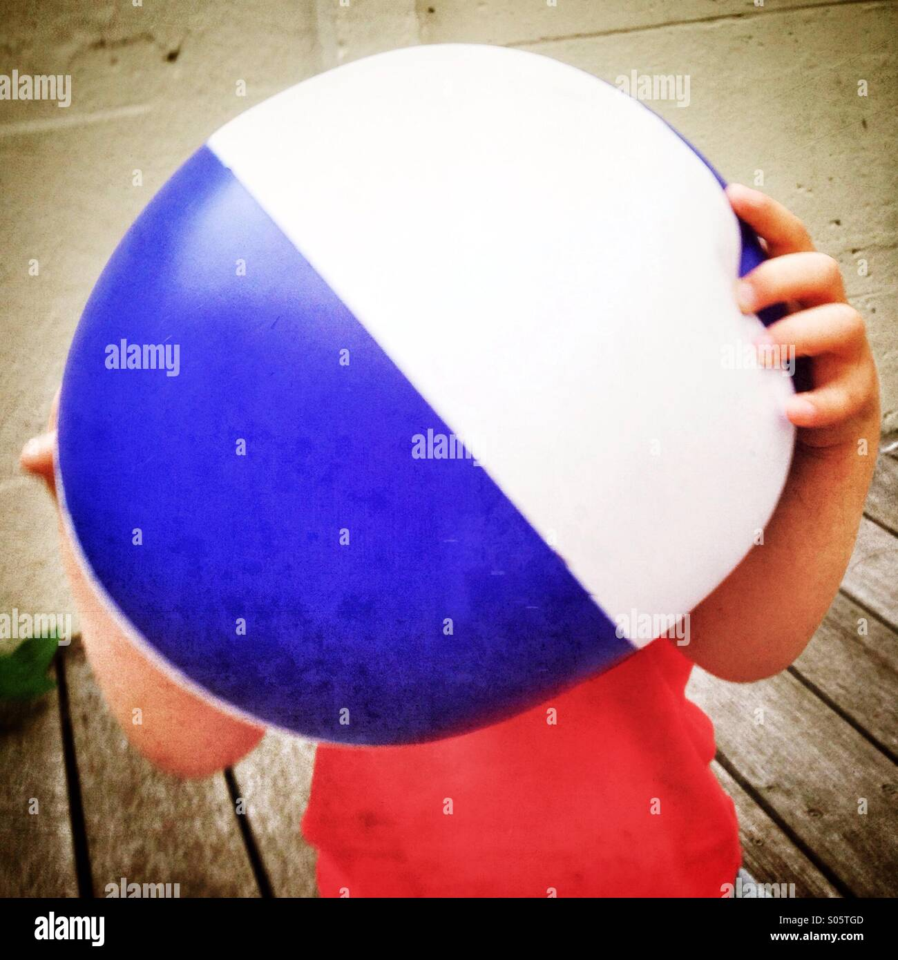 Kid holding beach ball Photo Stock