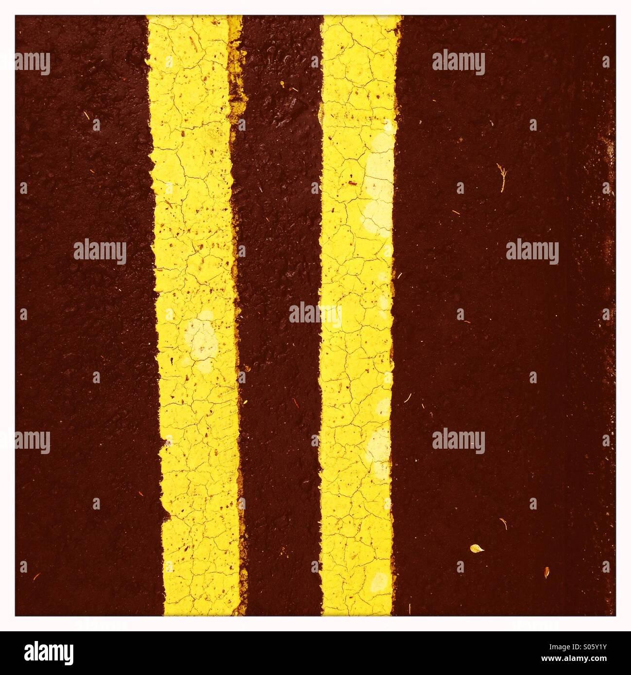 Les lignes jaunes double Photo Stock