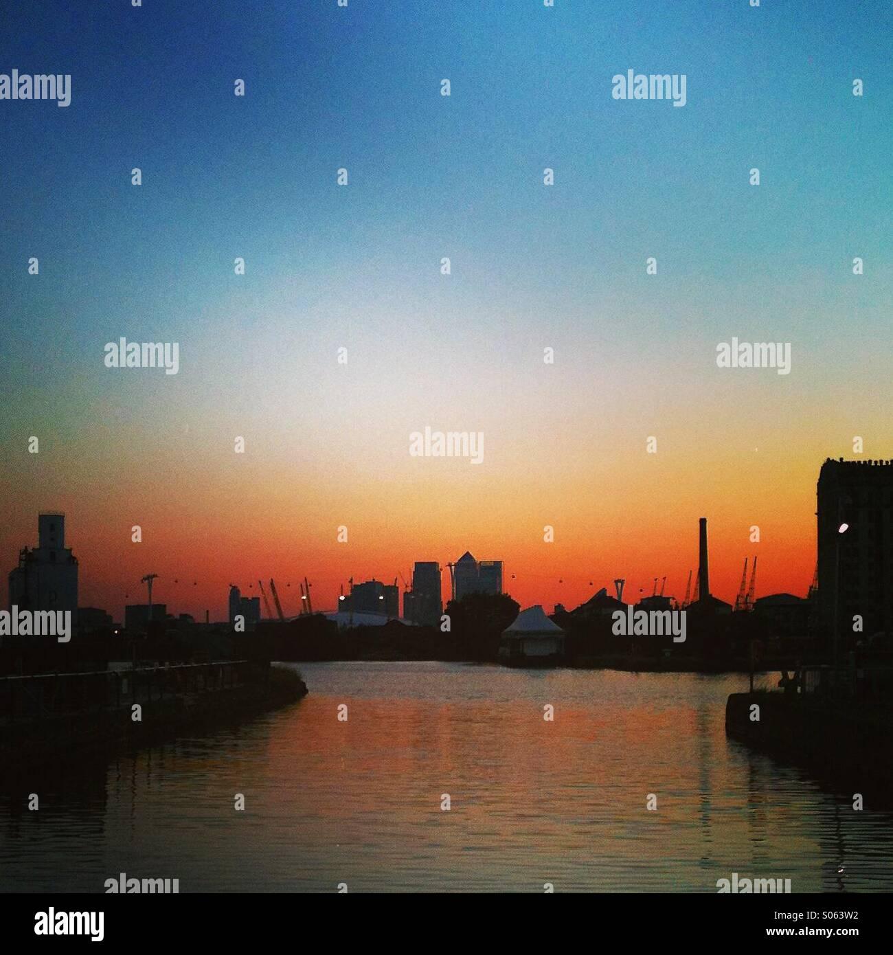 Coucher de soleil sur le London Docklands Photo Stock