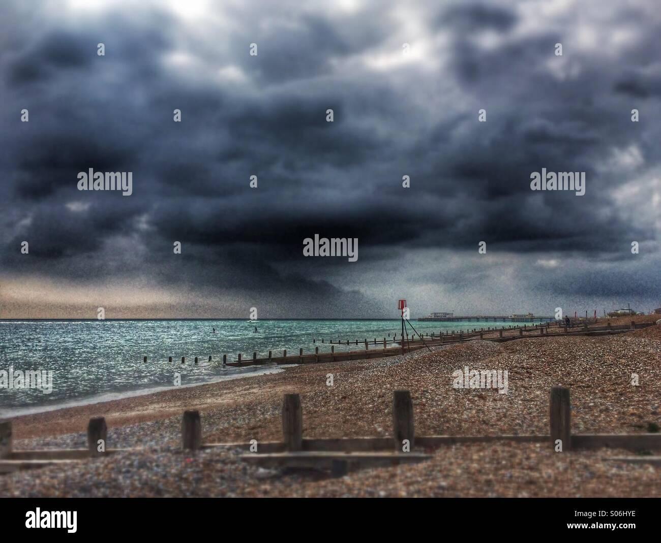 Jour de tempête sur la plage Photo Stock