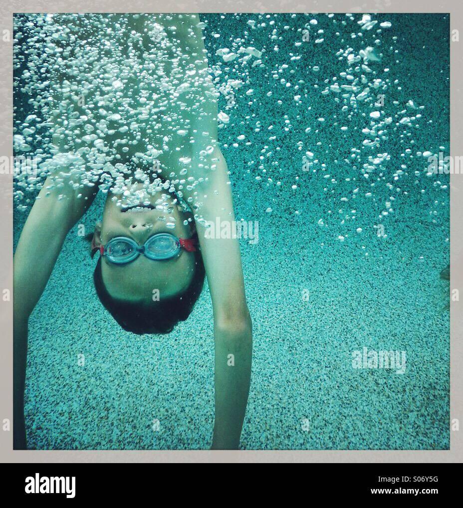Enfant sous l'eau Photo Stock