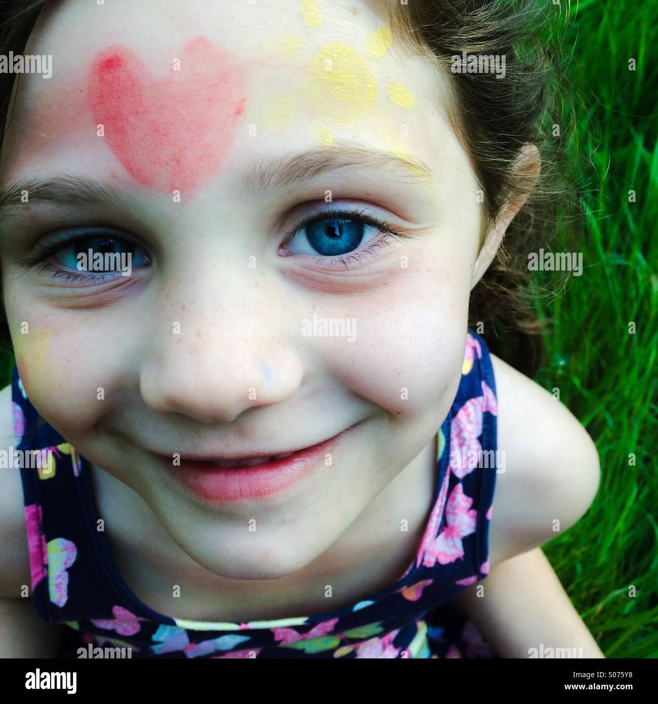 5 ans avec la peinture du visage Photo Stock