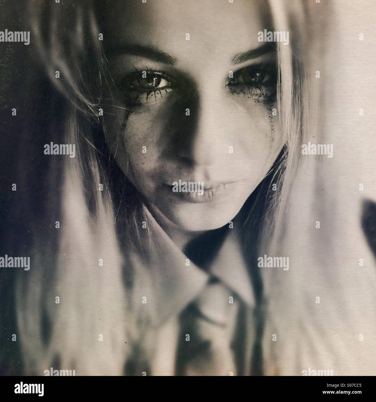 Teenage girl in school uniform, pleurer Photo Stock