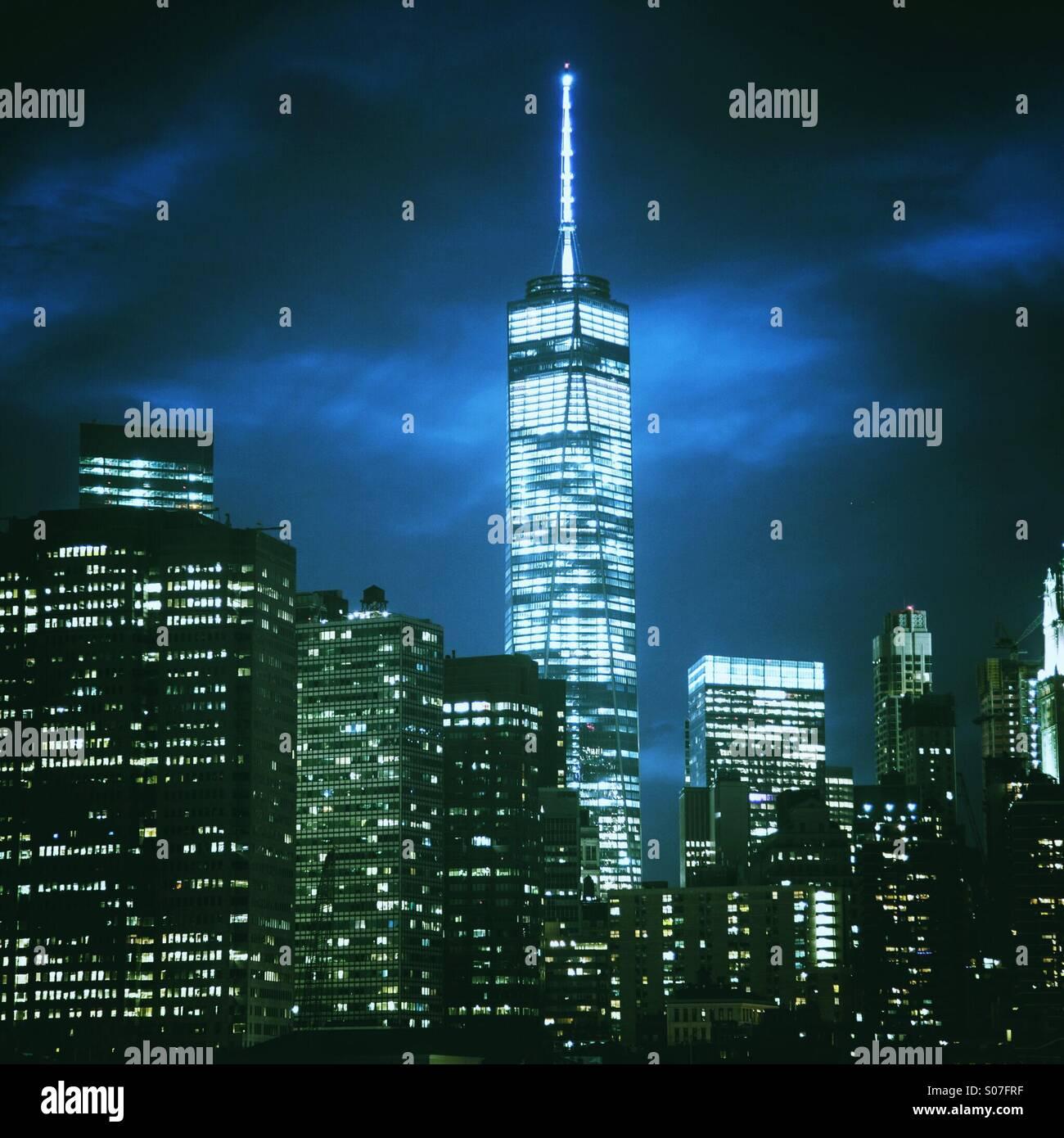 Manhattan skyline photo de nuit y compris new World Trade Center Photo Stock