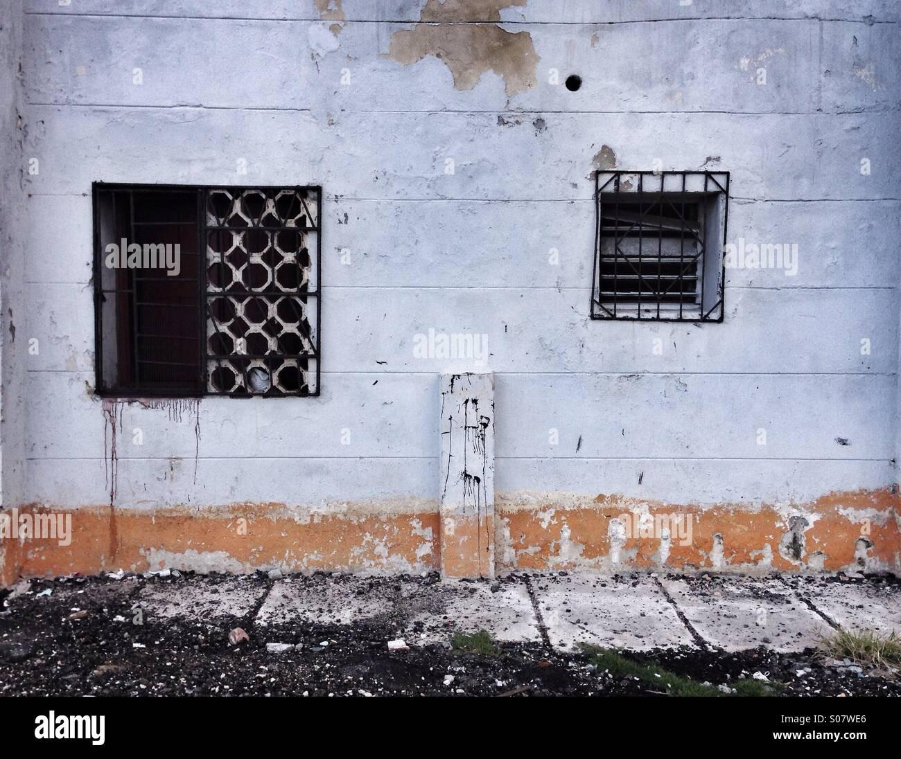 Scène de rue détails fenêtre en décomposition La Havane Cuba Banque D'Images