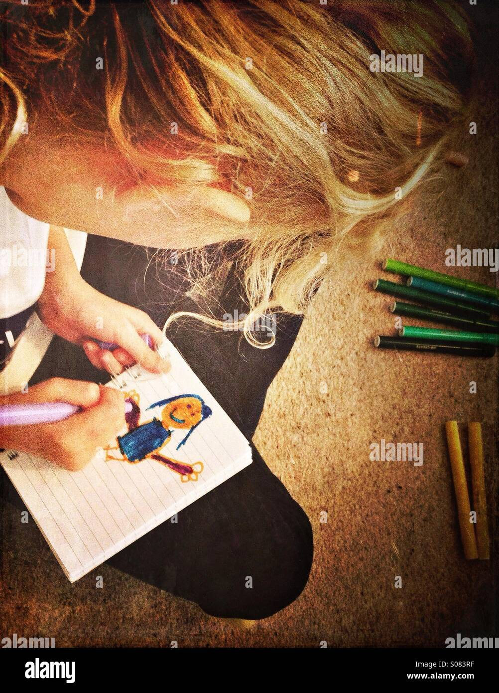 Young Girl drawing photo de fille Photo Stock