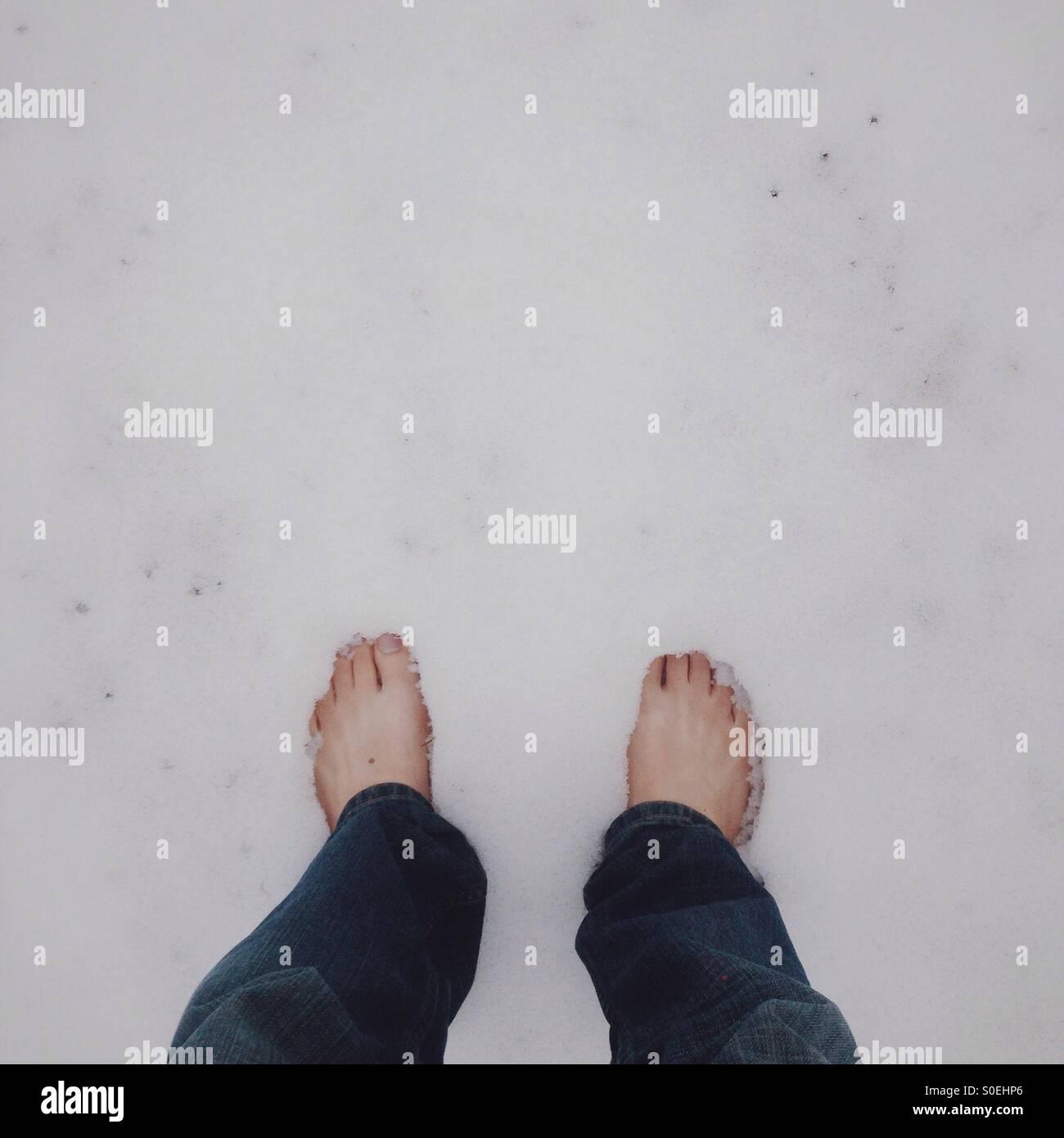 Pieds nus dans la neige Photo Stock