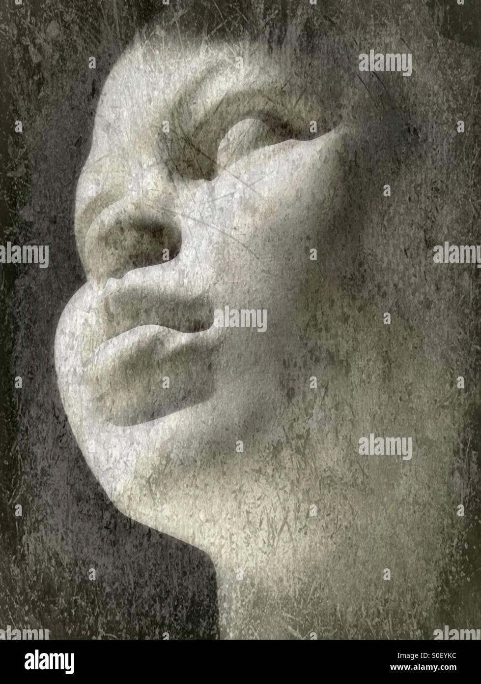 Le visage d'une statue féminine. Photo Stock
