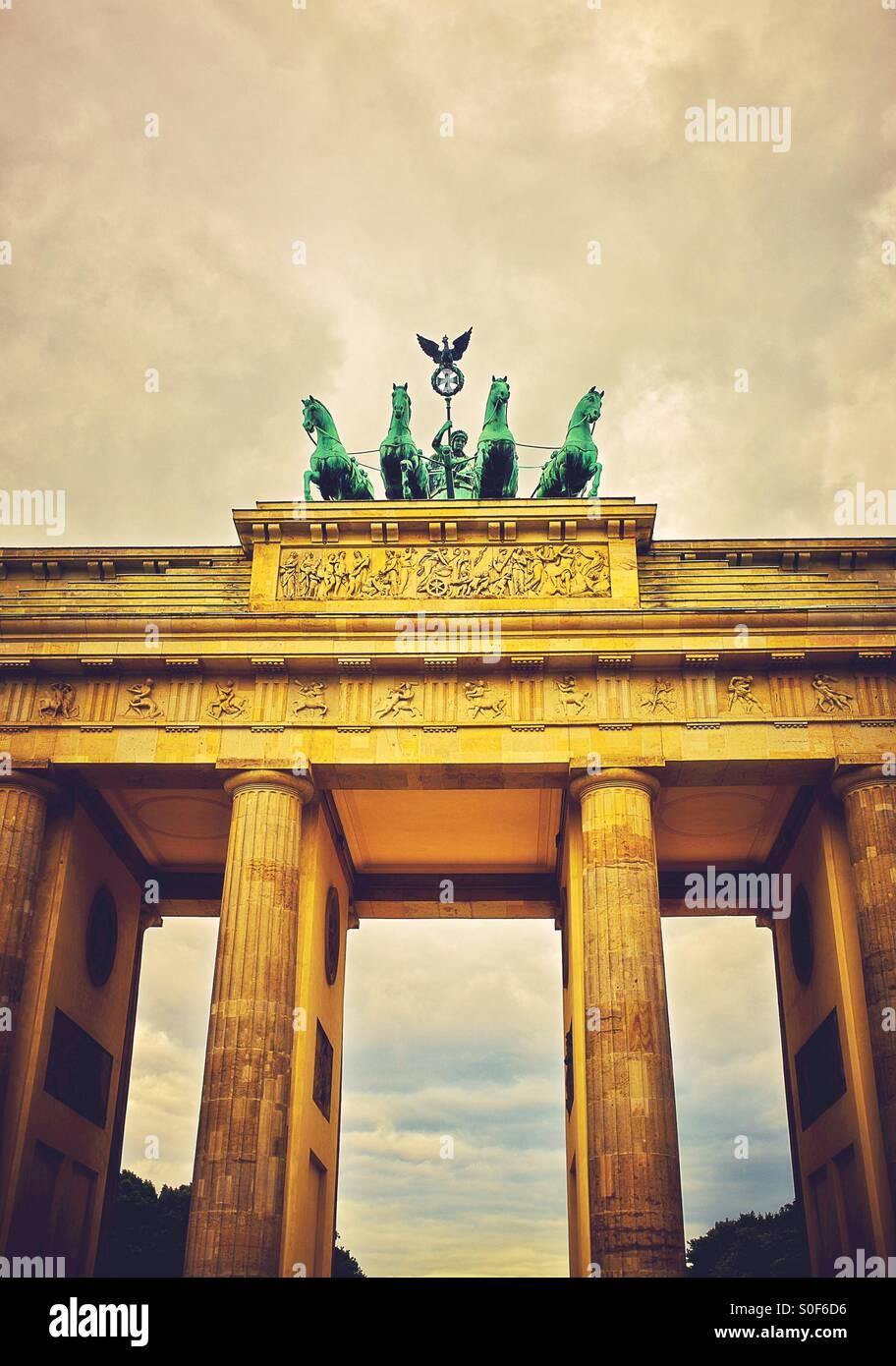 Le quadrige en haut de la porte de Brandebourg à Berlin Allemagne Europe Photo Stock