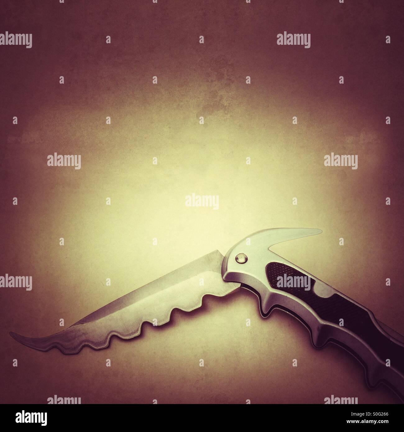 Couteau de poche à la dangereuse méchant manipulé pour donner swatted à la blade Photo Stock