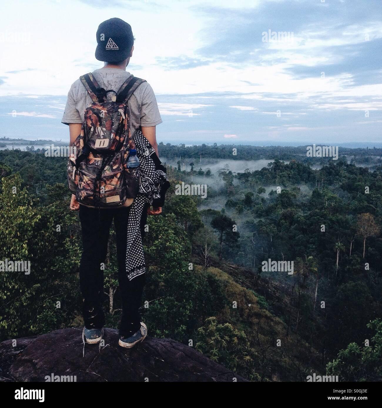 Selamat pagi dari puncak batu tertinggi Photo Stock