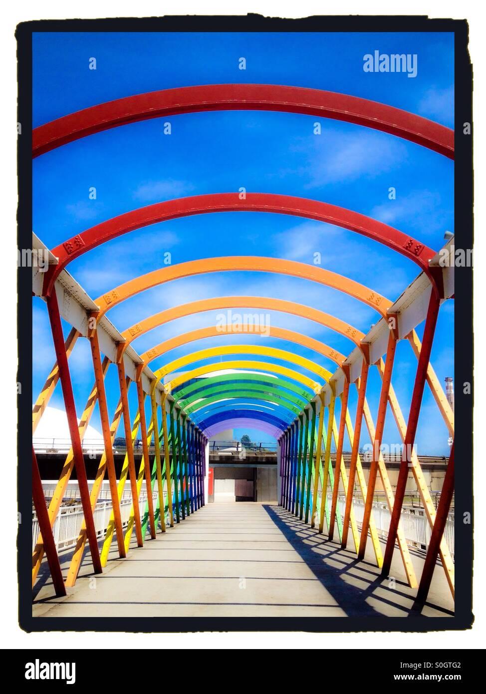 Pont coloré pour Niemeyer Centre à Aviles, Espagne Photo Stock