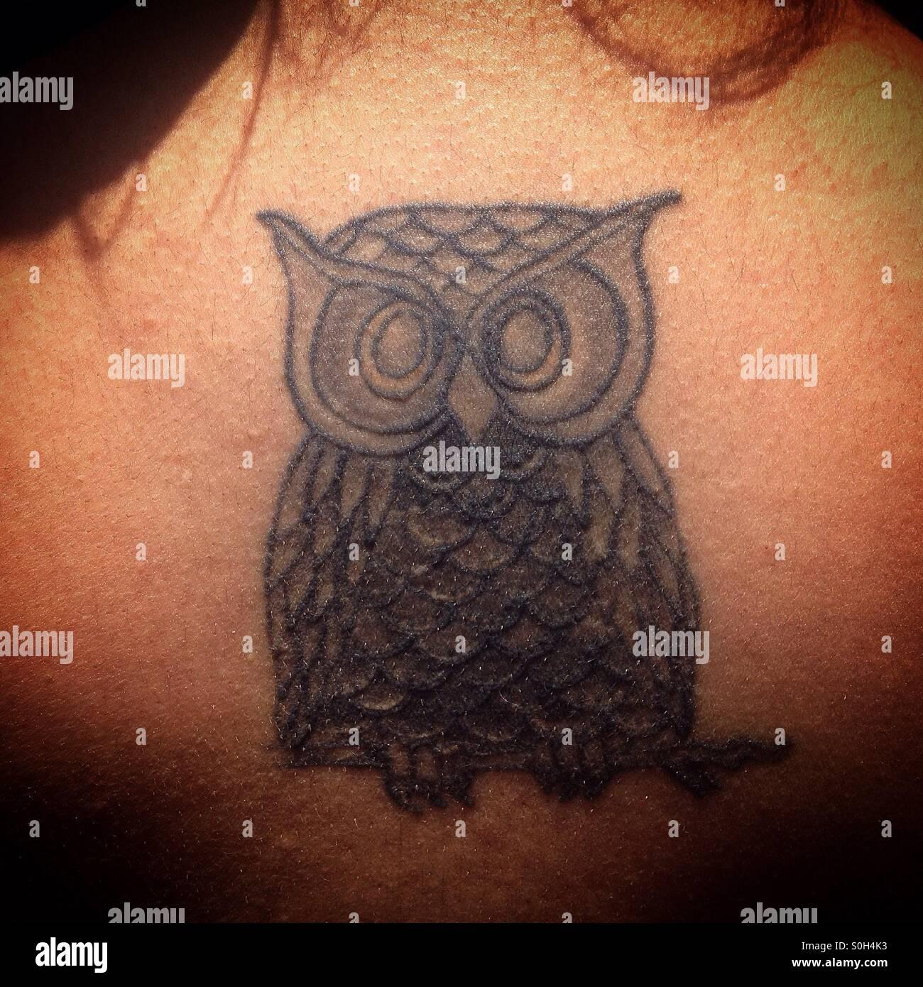 Un Tatouage D Un Hibou Dans Le Dos D Une Femme A Coyoacan Mexico