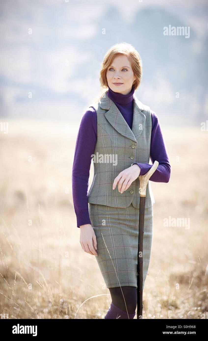 Redhead model wearing tweed twinset à la campagne Photo Stock