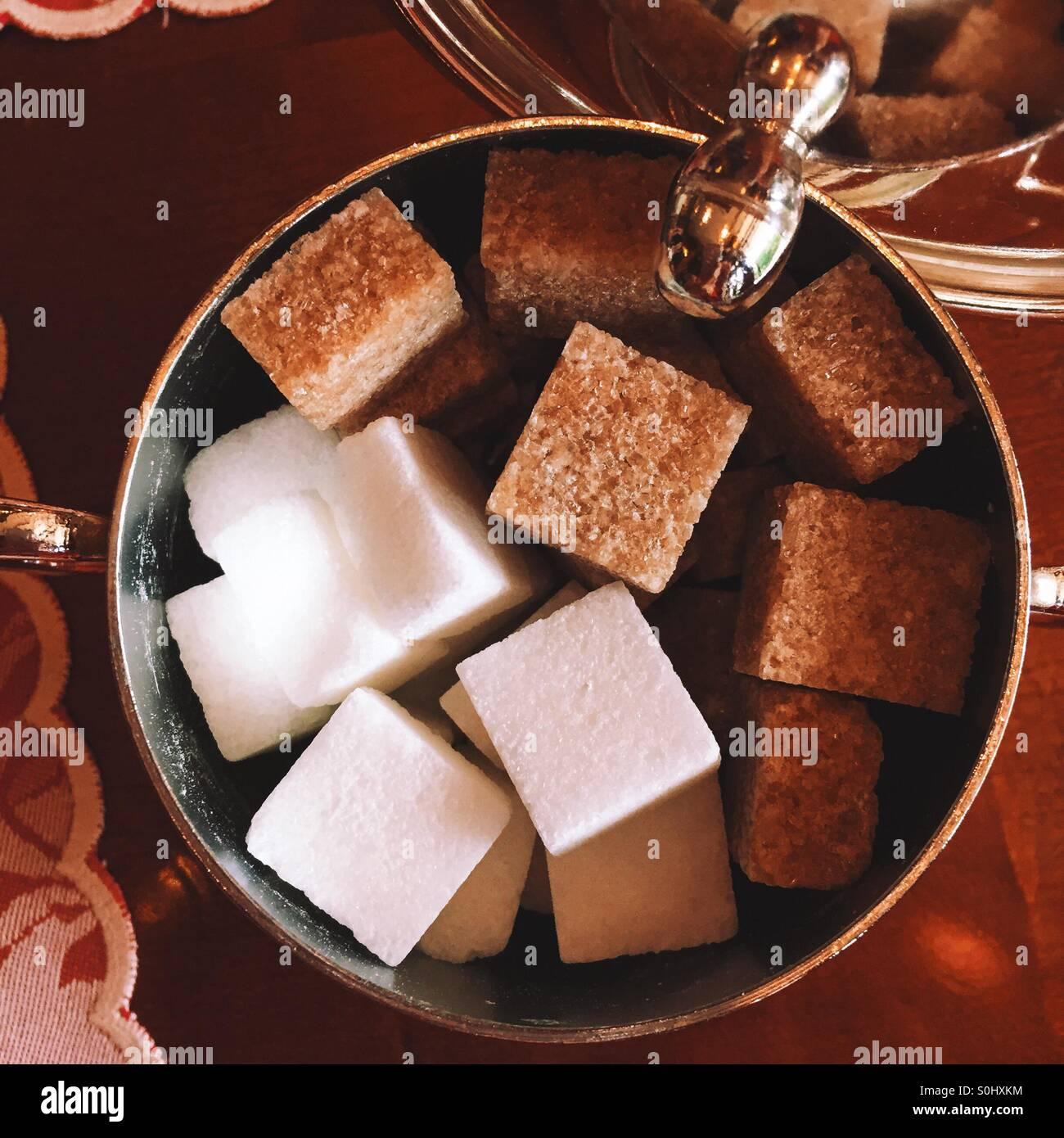 Le front et les cubes de sucre blanc Banque D'Images