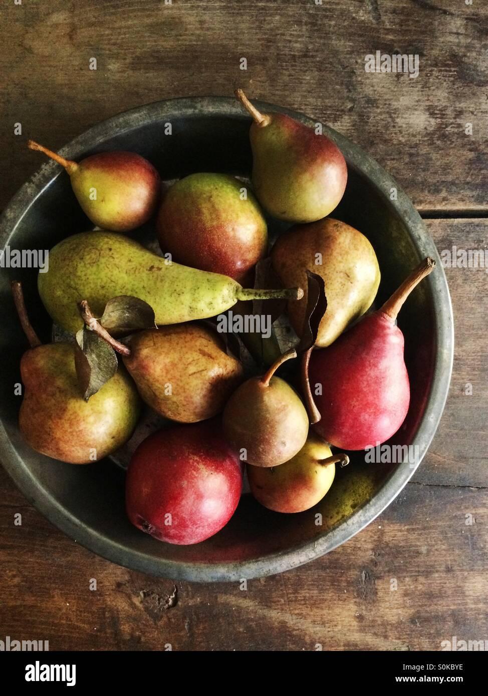 Une variété de poires de l'automne. Photo Stock