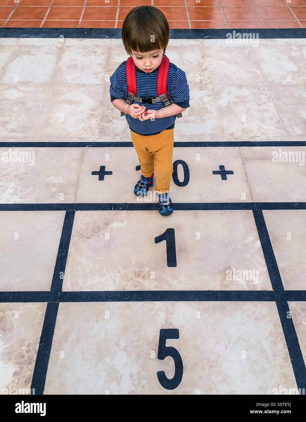 Garçon avec des nombres Photo Stock