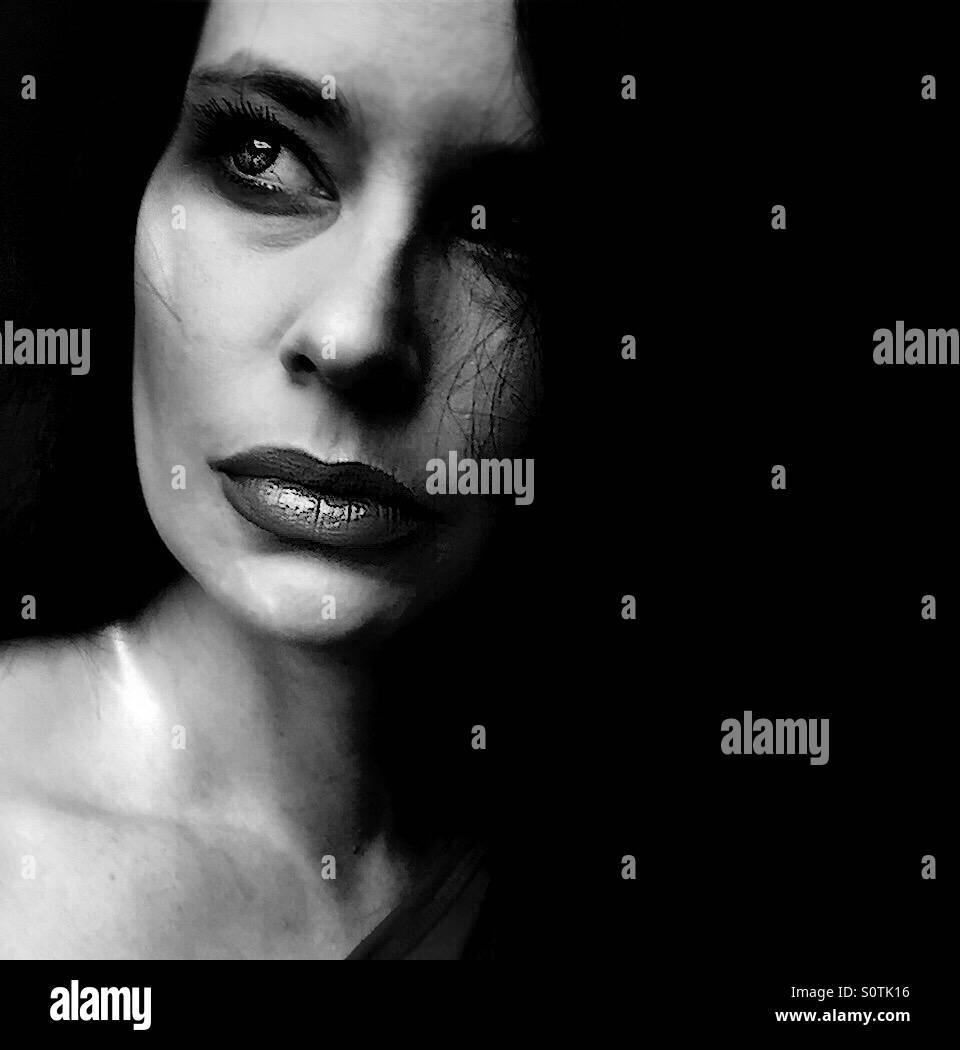Gros plan noir et blanc portrait de femme Photo Stock