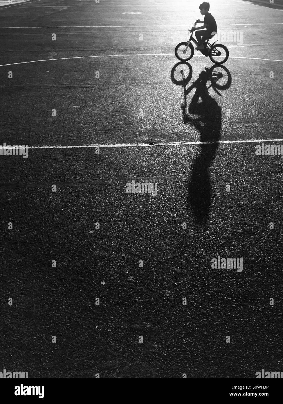 Tout-petit riding bicycle Photo Stock