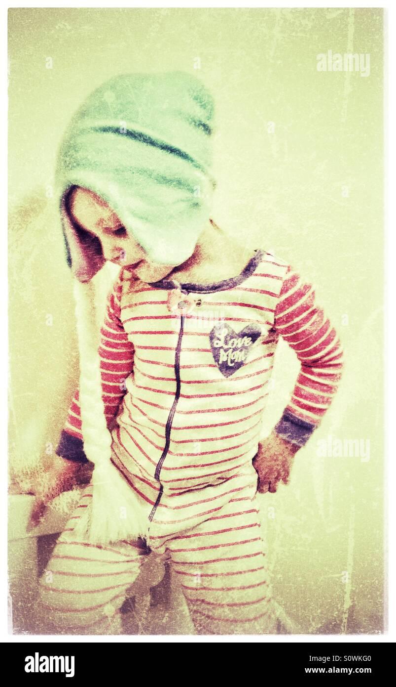 Petite fille portant un chapeau avec une tresse Photo Stock