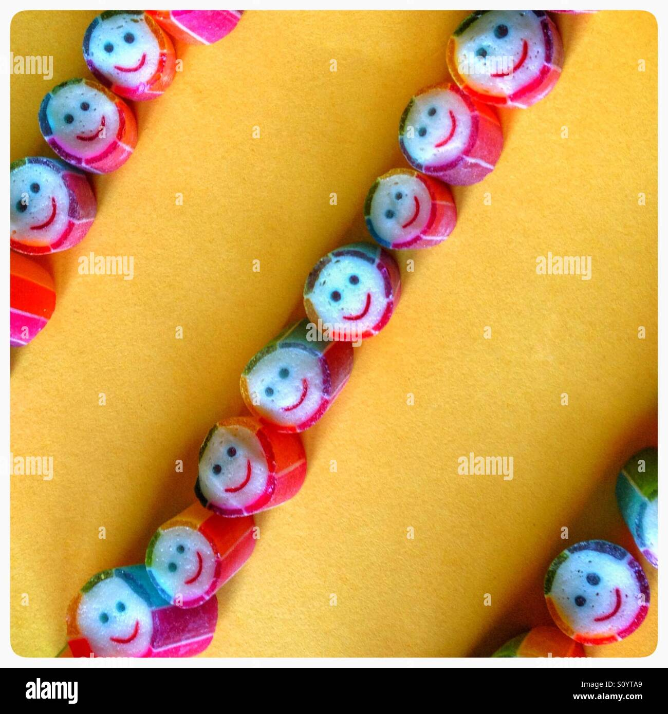 Lignes de smiling faces Photo Stock