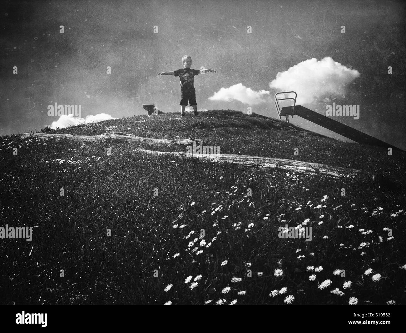 Garçon sur la colline Photo Stock