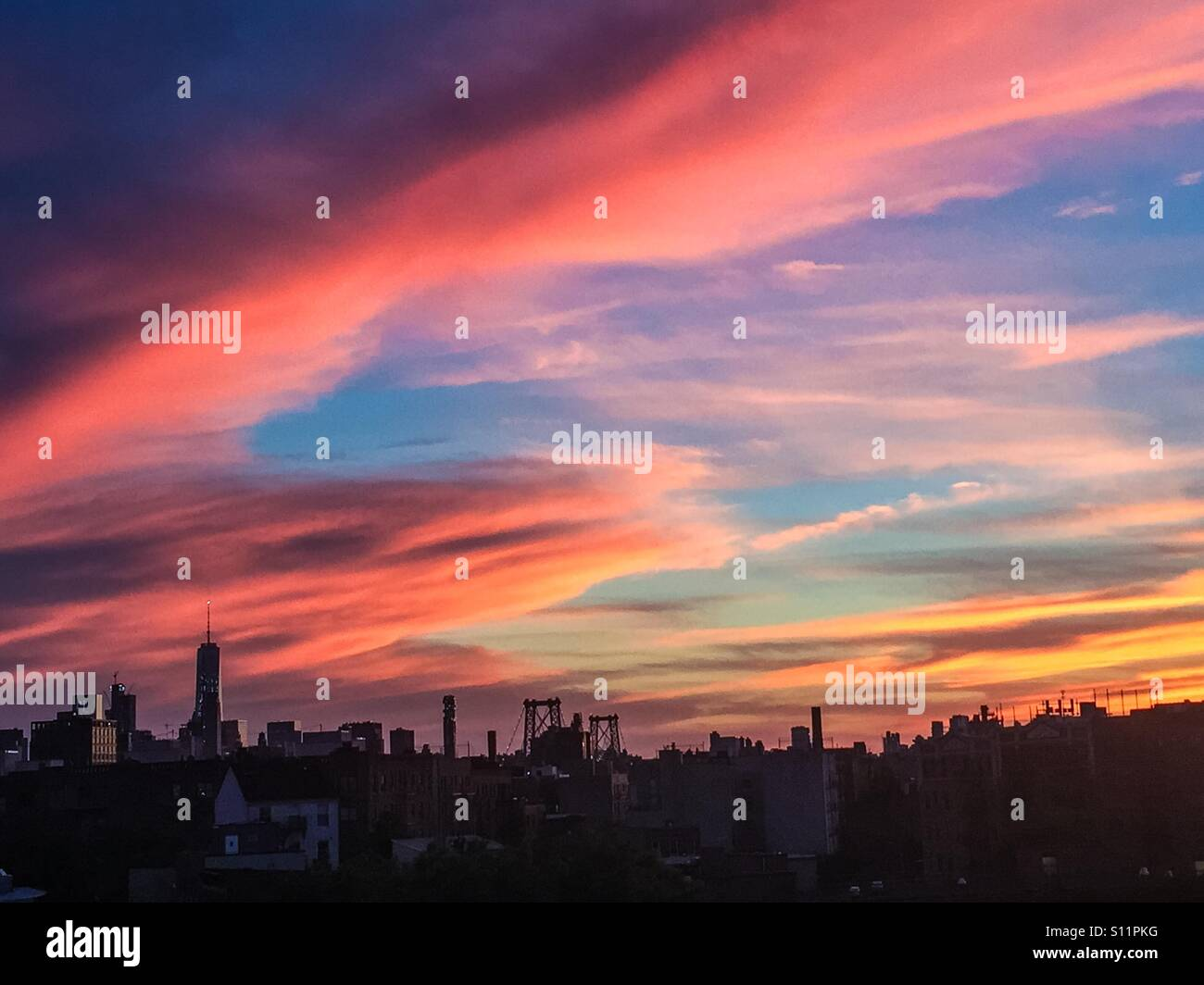 Superbe coucher de soleil sur la ville de New York de Williamsburg, Brooklyn. Banque D'Images