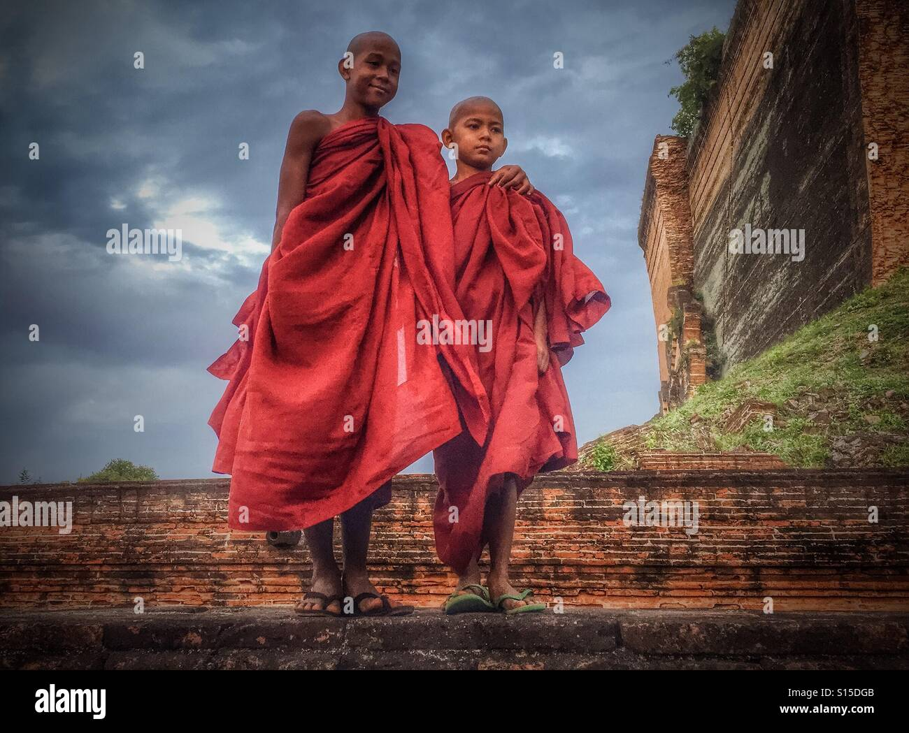Les moines bouddhistes en Birmanie Myanmar Photo Stock