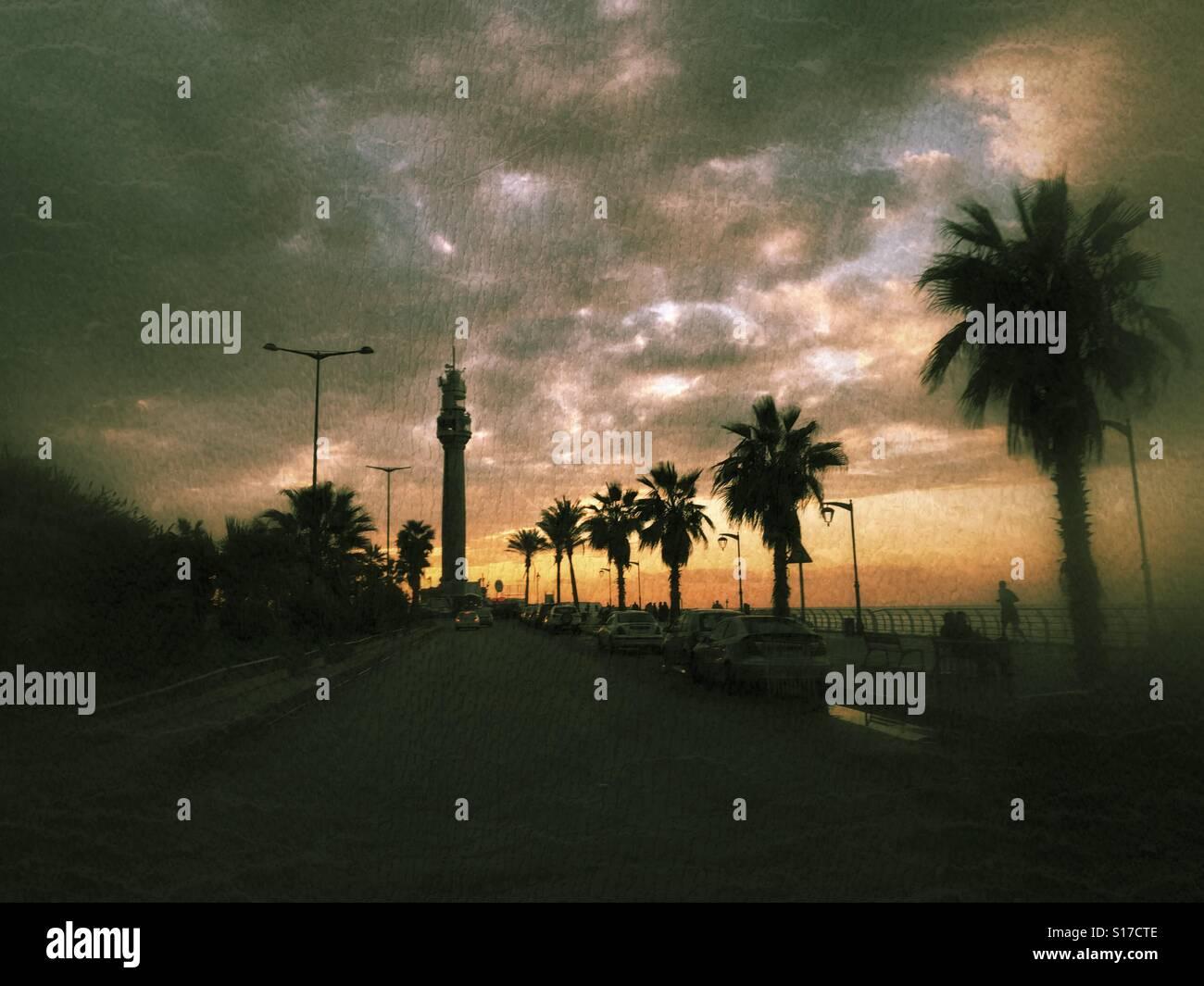 Beyrouth - Liban de la promenade en front de mer au coucher du soleil Photo Stock