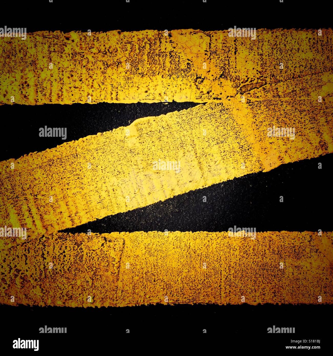 Un marquage jaune en forme de la lettre Z Photo Stock