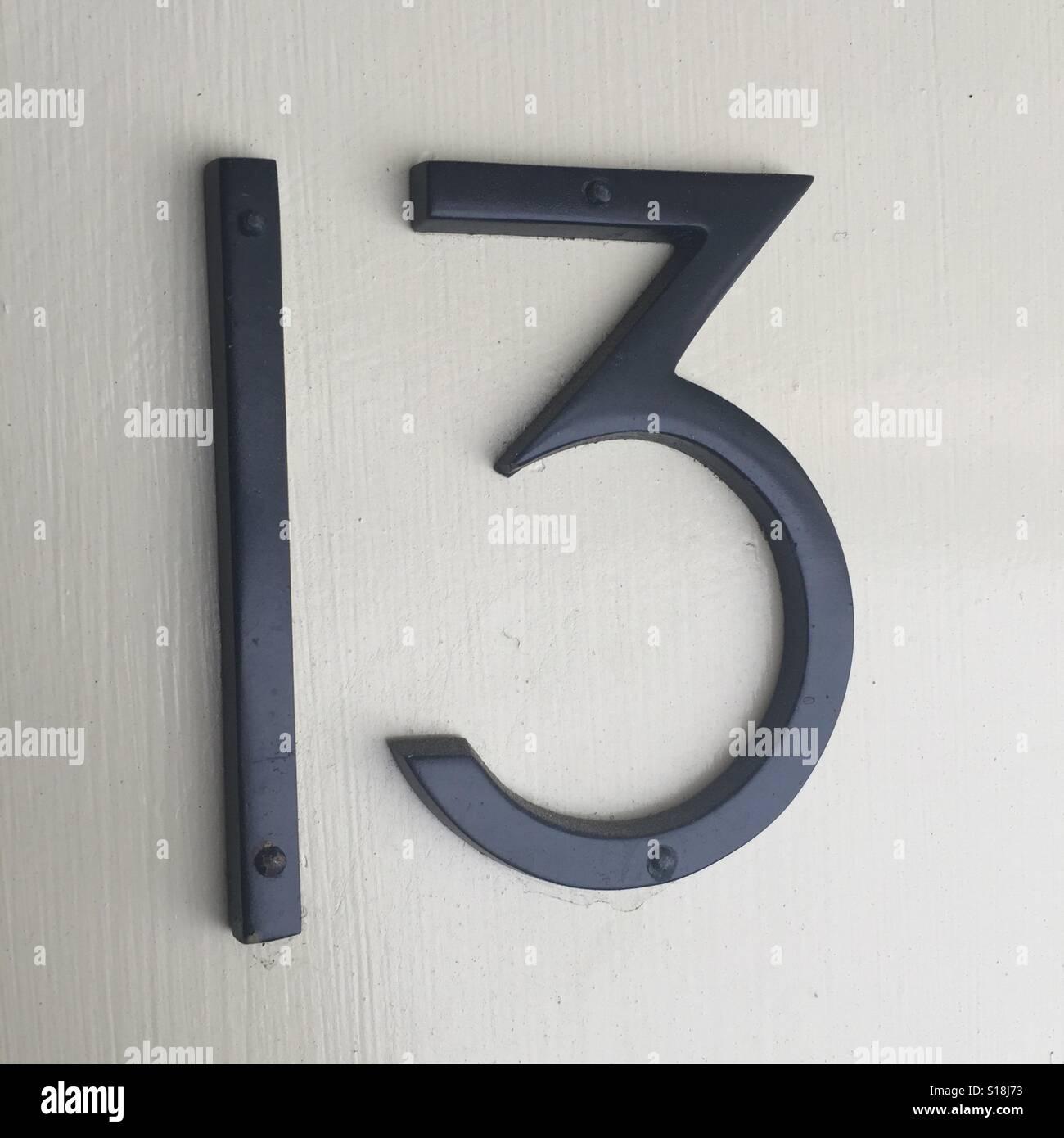 Le nombre 13 nombre 13 lucky unlucky un trois en arrière et white hotel numéro de chambre Photo Stock