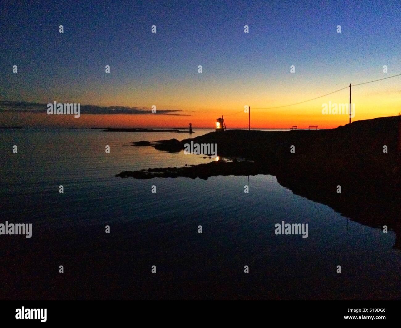 Coucher du soleil à Hönö, côte ouest de la Suède. Banque D'Images