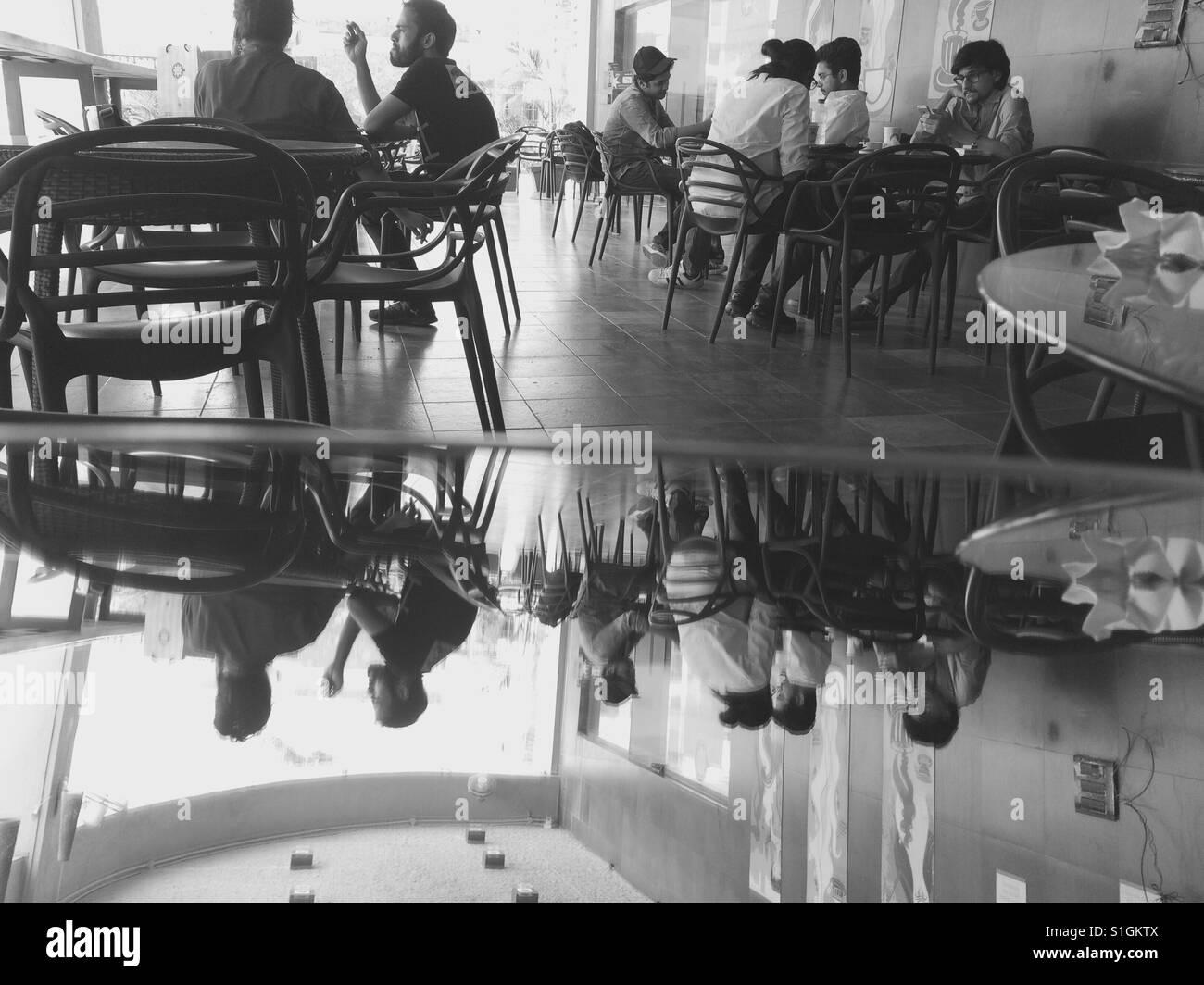 Cafés sont le nouveau lieu de travail à Mumbai Inde 2017 Banque D'Images