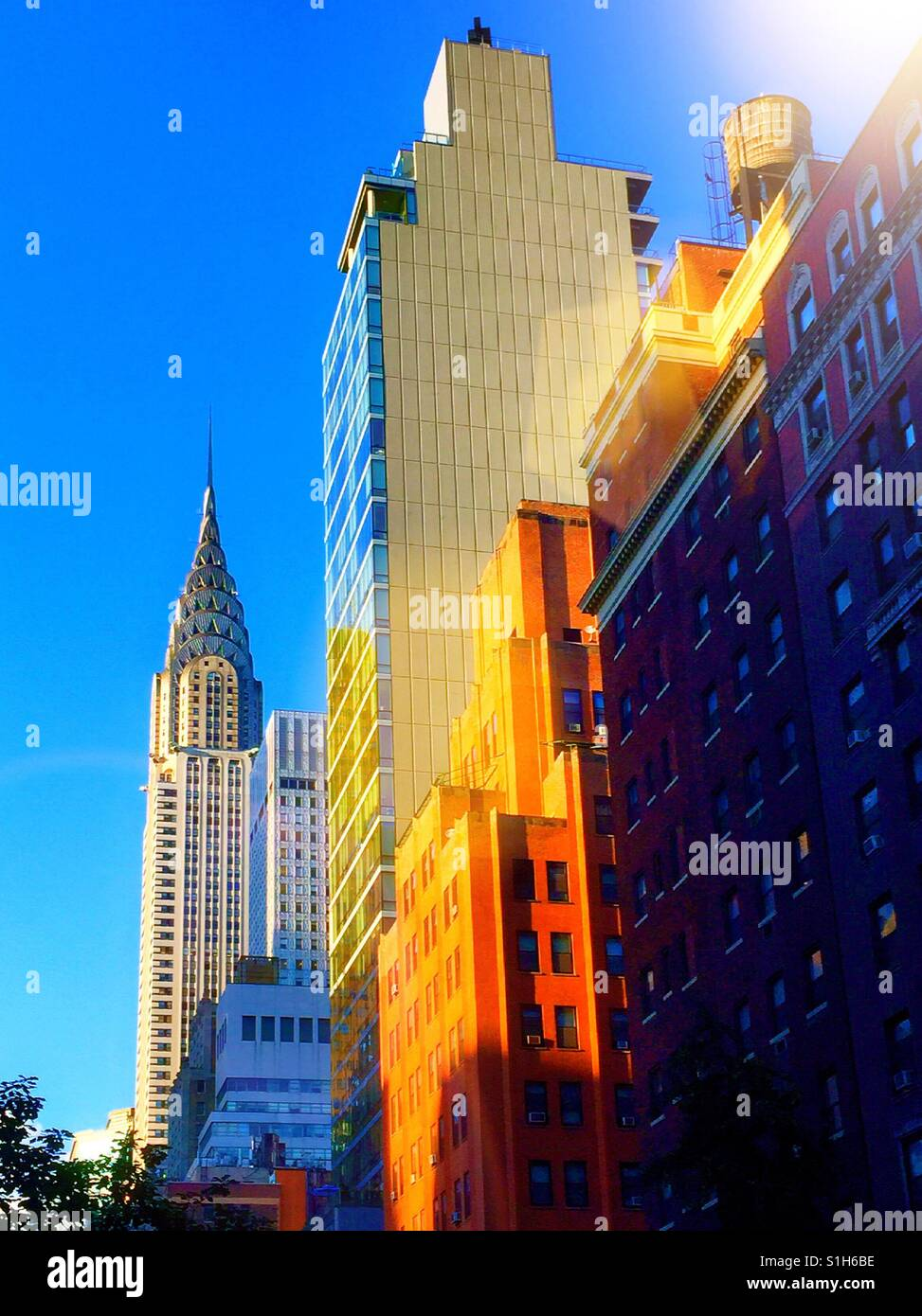Vue sur le Chrysler building à north sur Lexington Avenue, Manhattan, New York, USA. Photo Stock