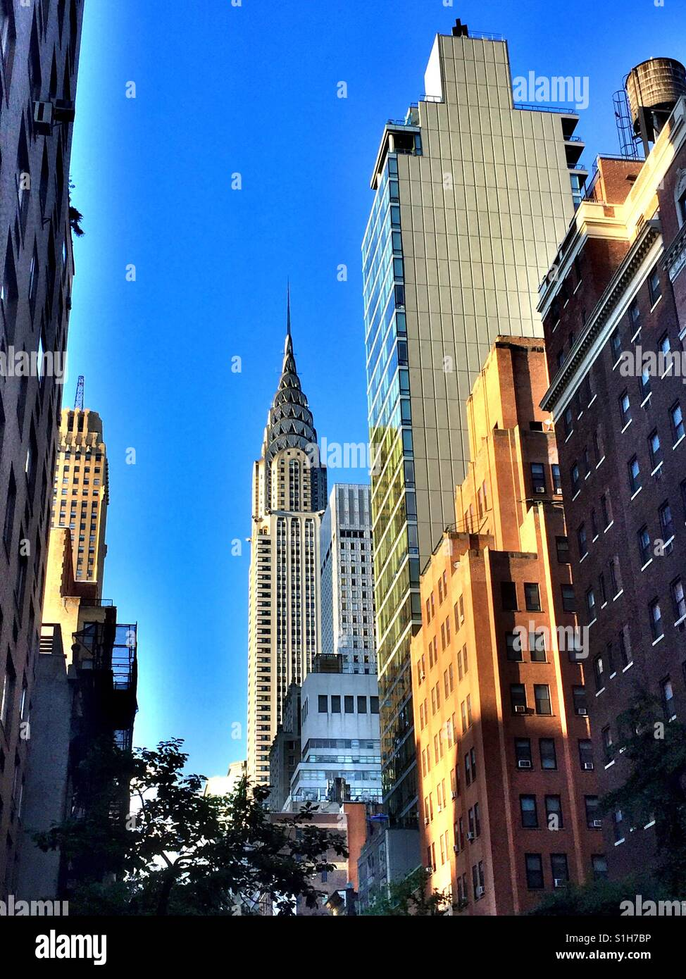 Vue sur le Chrysler building à north sur Lexington Avenue, Manhattan, New York, USA Photo Stock