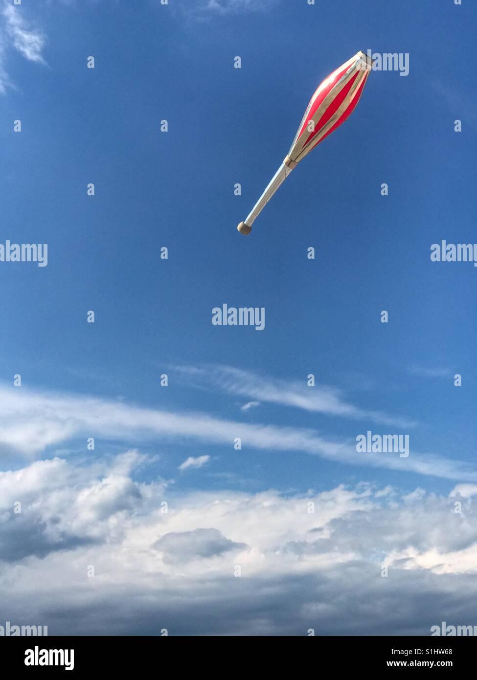 Juggling dans le ciel Banque D'Images