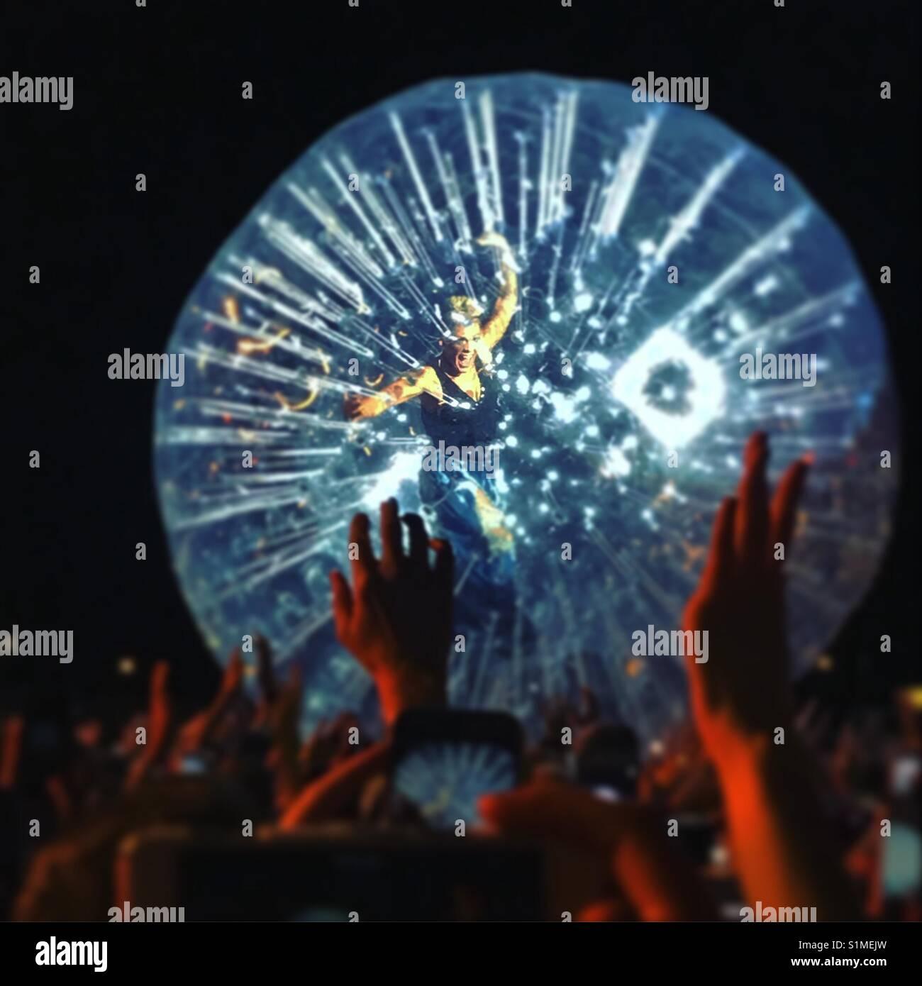 P!nk, chanteur emblématique dans un bal à zorb Chelmsford V Festival, 2017. Banque D'Images
