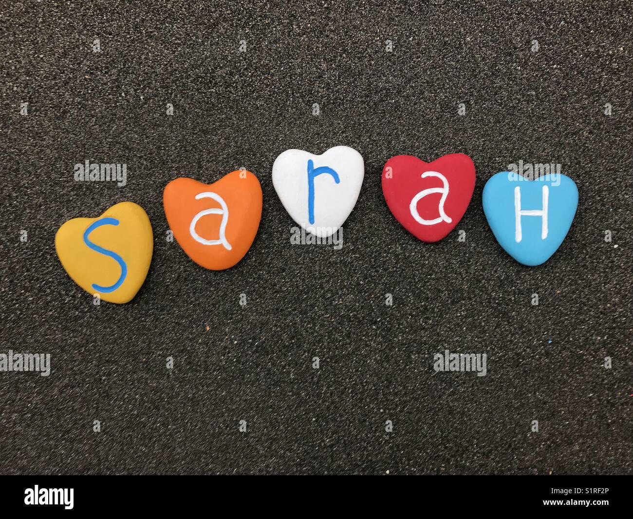 Sarah Prénom Féminin Avec Coeur Multicolore Pierres Sur Sable