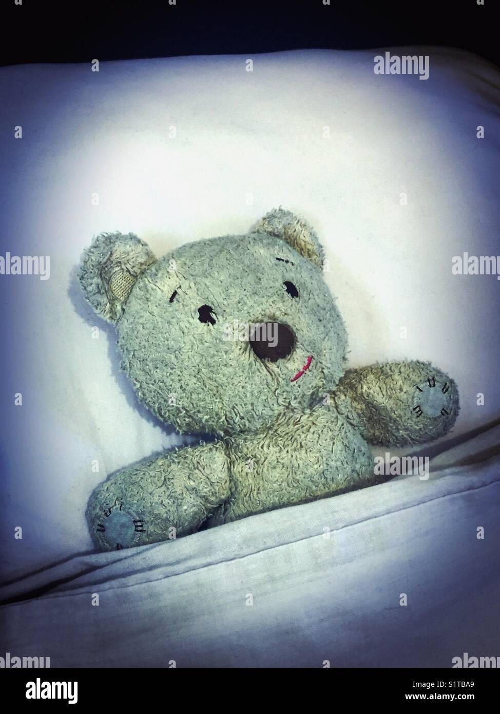 Relevé dans le lit pour une bonne nuit de sommeil Photo Stock