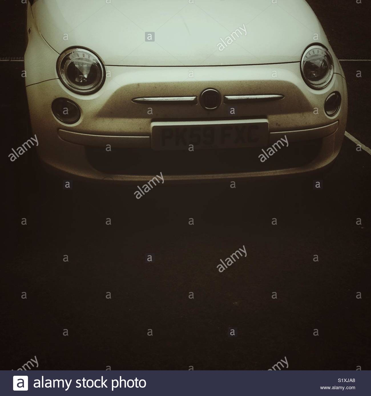 Close up avant de Fiat 500 voiture avec copie espace Photo Stock