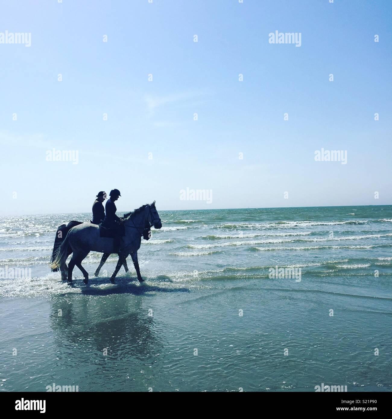L'équitation sur la plage de West Wittering Photo Stock