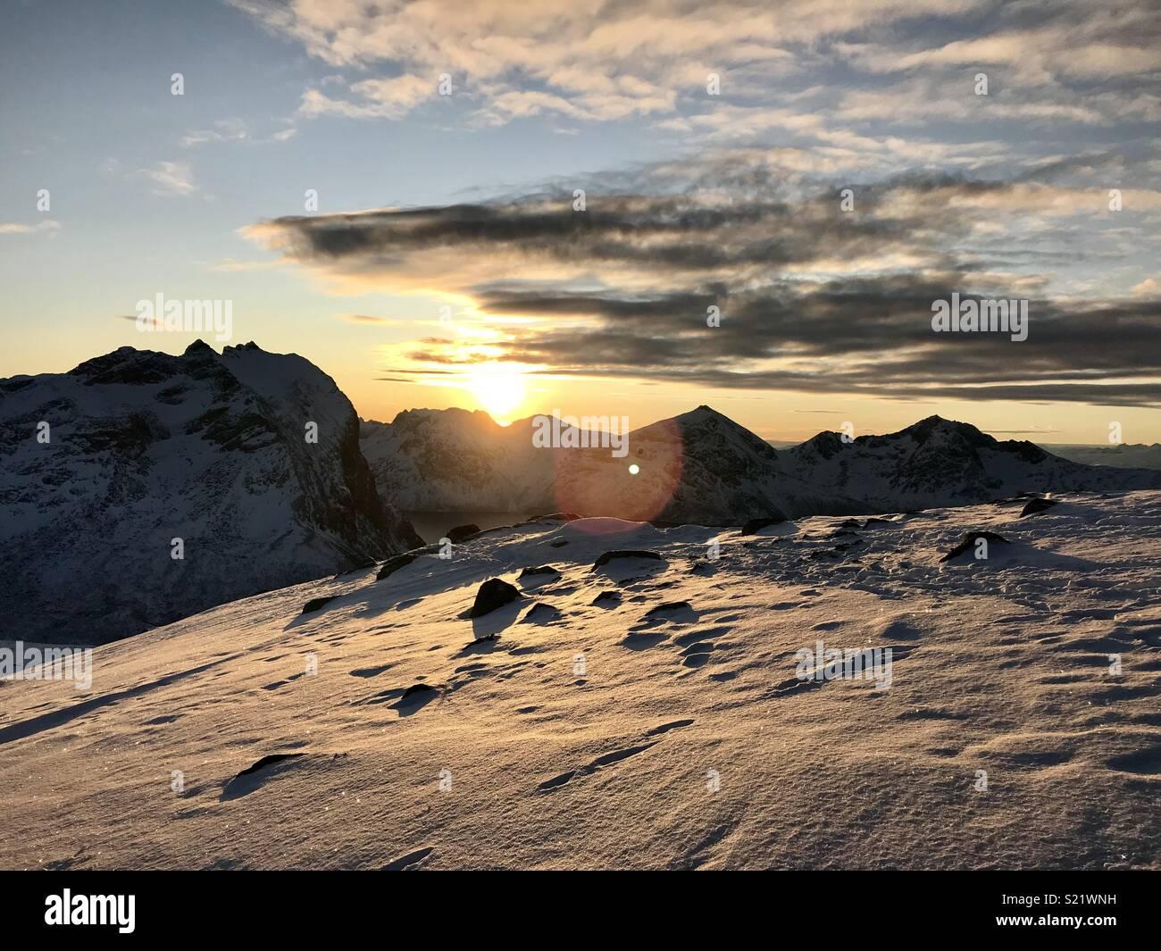 Coucher du soleil sur les montagnes de la Norvège Photo Stock