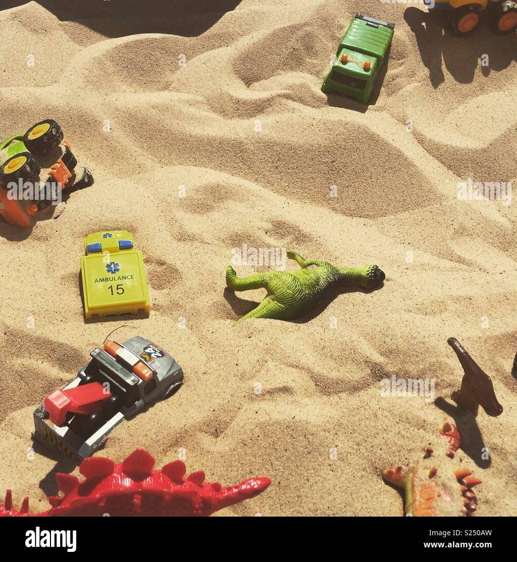 Les jouets dans une carrière de sable Banque D'Images
