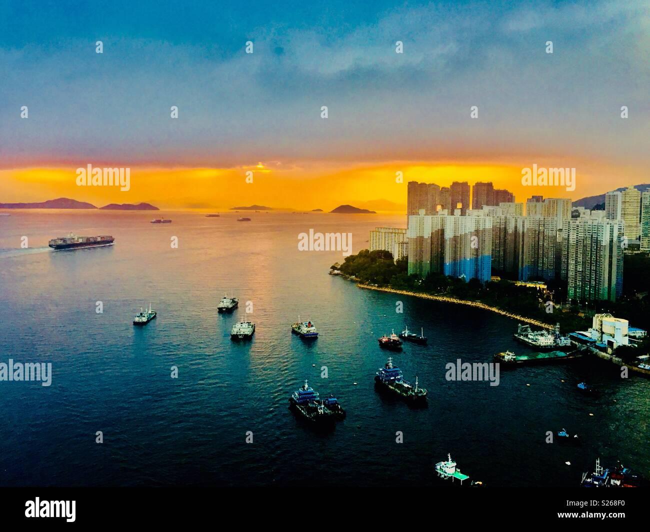 837ff1f4ab71a9 Un magnifique coucher de soleil sur l East Lamma Channel à Hong Kong. Photo